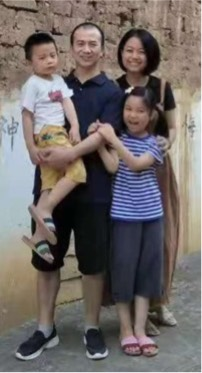 Li Yingqiang and family