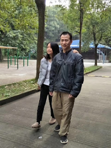 Elder Li and Zhang Xinyue in Leshan